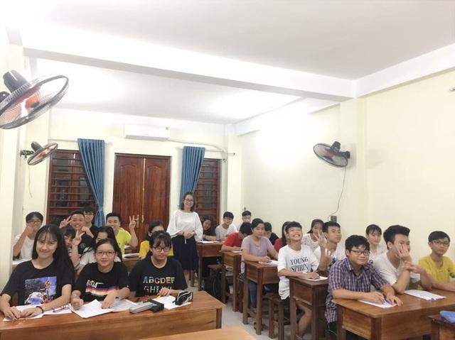 Nữ giáo viên dạy tiếng Anh hết lòng vì sự nghiệp trồng người - Ảnh 3.