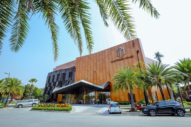 Căn hộ Grand Marina được bán tại Hong Kong với giá 18.000 USD/ m2 - Ảnh 1.