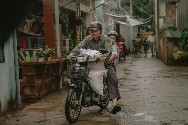 """""""Bố Già"""" của Trấn Thành - Phiên bản gà trống nuôi con tưởng chẳng có gì mới lạ nhưng lại đặc biệt nhất màn ảnh Việt - ảnh 2"""
