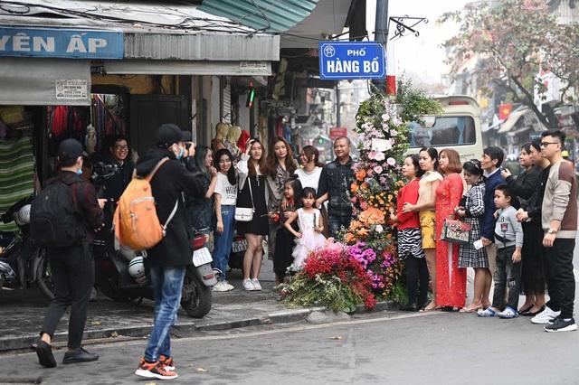 """Hơn 100 cột đèn """"nở hoa"""" giữa trung tâm Hà Nội - Ảnh 7."""