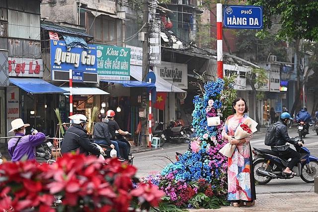 """Hơn 100 cột đèn """"nở hoa"""" giữa trung tâm Hà Nội - Ảnh 9."""
