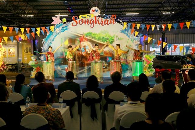 """Lễ hội """"Vui Tết Songkran"""" tại MM Mega Market: Trải nghiệm văn hóa và hàng hóa Thái Lan - Ảnh 1."""