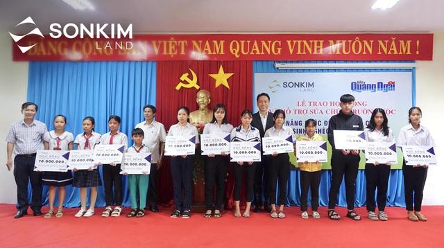SonKim Land tiếp tục hỗ trợ 1 tỷ đồng cho học sinh tỉnh Quảng Ngãi - Ảnh 1.