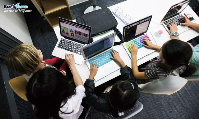 Chuyển đổi số trong ngành giáo dục không chỉ giới hạn ở việc dạy và học trực tuyến - Ảnh 1.