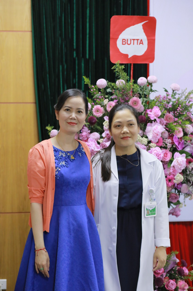 Quỹ tranh Butta tặng tranh sơn dầu cho các bệnh viện Việt Nam - Ảnh 1.