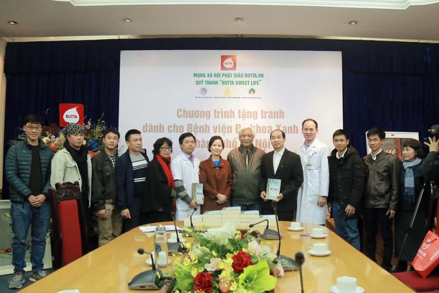 Quỹ tranh Butta tặng tranh sơn dầu cho các bệnh viện Việt Nam - Ảnh 2.