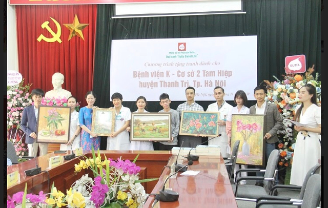 Quỹ tranh Butta tặng tranh sơn dầu cho các bệnh viện Việt Nam - Ảnh 4.