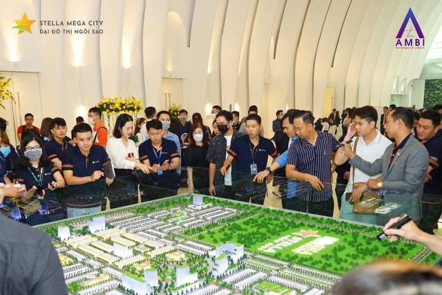 Hơn 90% sản phẩm giao dịch thành công tại Lễ giới thiệu phân khu The Ambi – Stella Mega City - Ảnh 1.