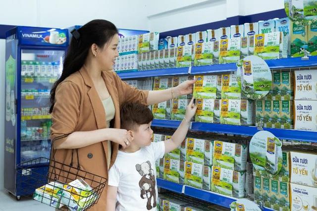 Điều gì giúp Vinamilk giữ vững vị trí dẫn đầu ngành hàng sữa nước nhiều năm liền? - Ảnh 1.