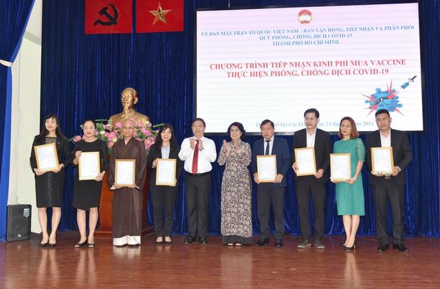 Cổ đông SCB ủng hộ quỹ phòng chống dịch Covid-19 của TP Hồ Chí Minh - Ảnh 1.