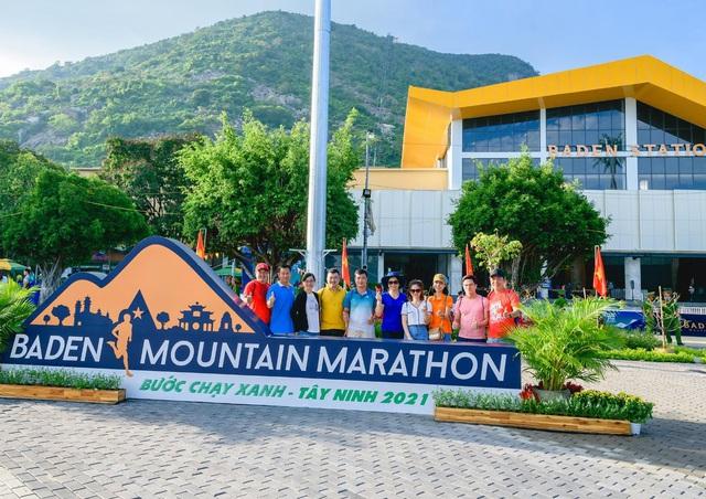 Lần đầu tổ chức, BaDen Mountain Marathon 2021 đã thu hút hơn 3000 người tham gia - Ảnh 1.