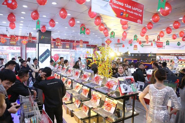 Mừng ngày lễ lớn, FPT Shop 'mạnh tay' giảm đến 10% cho hàng loạt laptop gaming cao cấp - Ảnh 2.