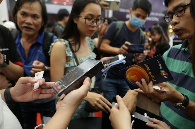 FPT Shop vừa giảm đến 4 triệu, vừa tặng dung lượng 5G miễn phí cho iPhone 12 Series - Ảnh 1.