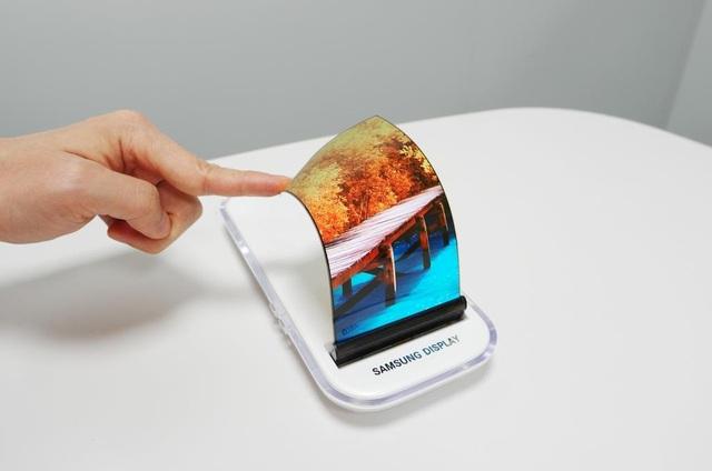 """Samsung đã """"phổ cập"""" các tấm nền màn hình dẻo cho thị trường điện thoại màn hình gập toàn cầu như thế nào? - Ảnh 3."""