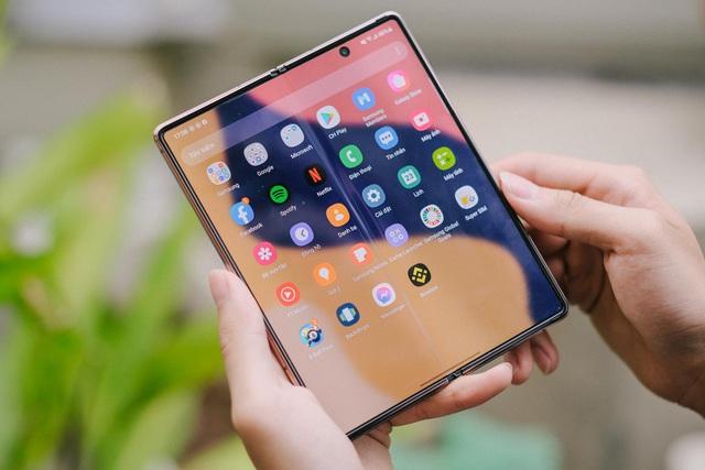 """Samsung đã """"phổ cập"""" các tấm nền màn hình dẻo cho thị trường điện thoại màn hình gập toàn cầu như thế nào? - Ảnh 4."""
