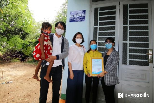 Khang Điền trao tặng 02 căn nhà tình thương cho người dân khó khăn - Ảnh 1.