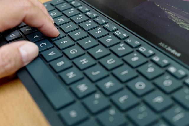 Đánh giá ASUS ZenBook Duo 14 UX482: Chiếc laptop hai màn hình nhỏ gọn dành cho người dùng đa nhiệm - Ảnh 6.