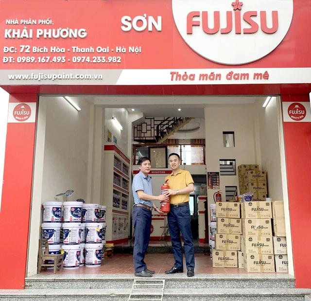Sơn Fujisu tặng bình cứu hỏa cho hệ thống phân phối, đảm bảo an toàn PCCC - Ảnh 1.