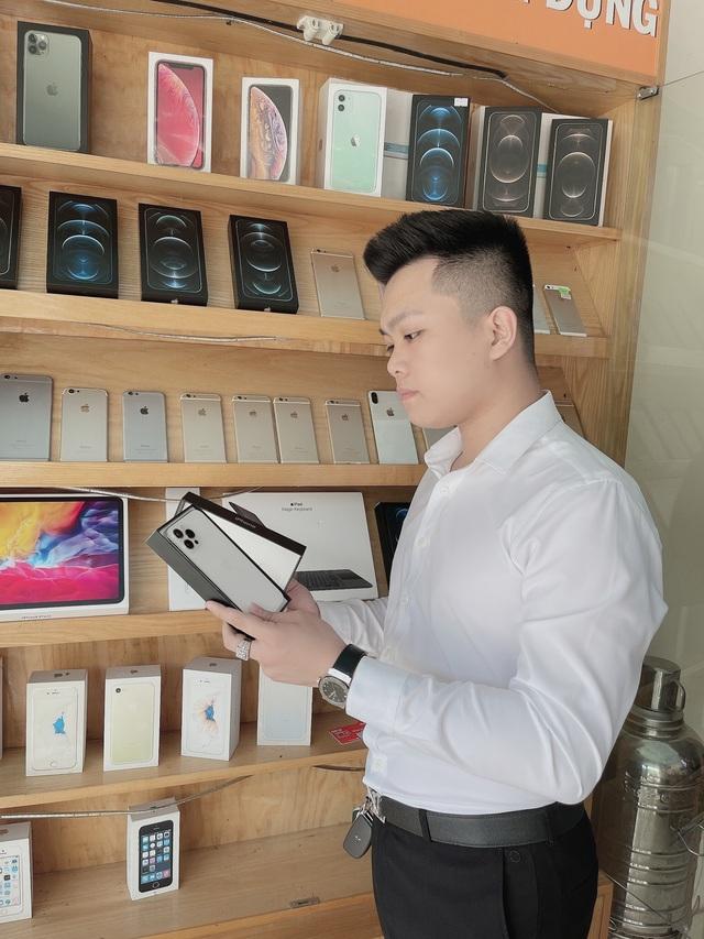 Chủ cửa hàng điện thoại chia sẻ kinh nghiệm cho người muốn mua máy cũ - Ảnh 1.