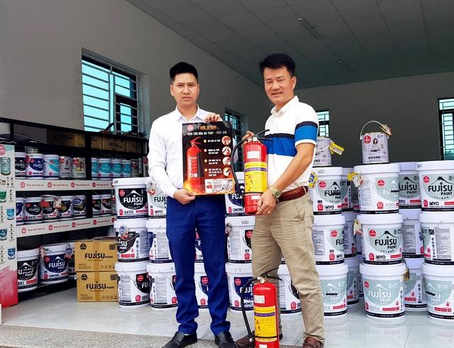 Sơn Fujisu tặng bình cứu hỏa cho hệ thống phân phối, đảm bảo an toàn PCCC - Ảnh 2.