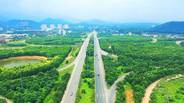 Nhiều tuyến đường giao thông được mở rộng giúp việc di chuyển về vùng ven đô dễ dàng hơn