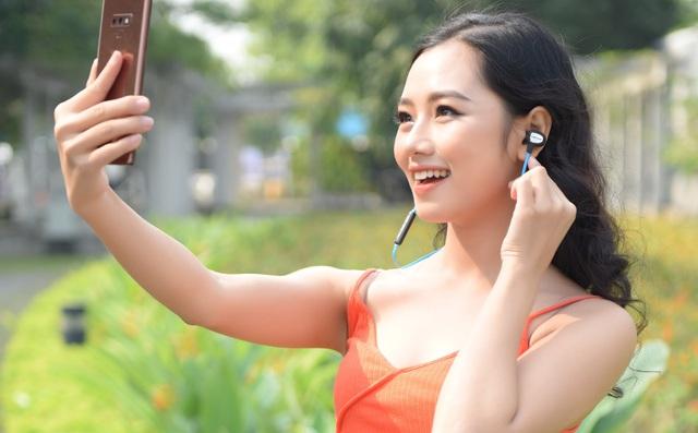 Tai nghe Bluetooth đáng mua dành cho game thủ, chỉ 290k bass khỏe, pin trâu, dáng thể thao - Ảnh 1.