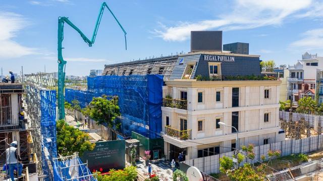 Liên tiếp thi công vượt tiến độ, Regal Pavillon tăng tốc để bàn giao nhà vào 6/2021 - Ảnh 1.