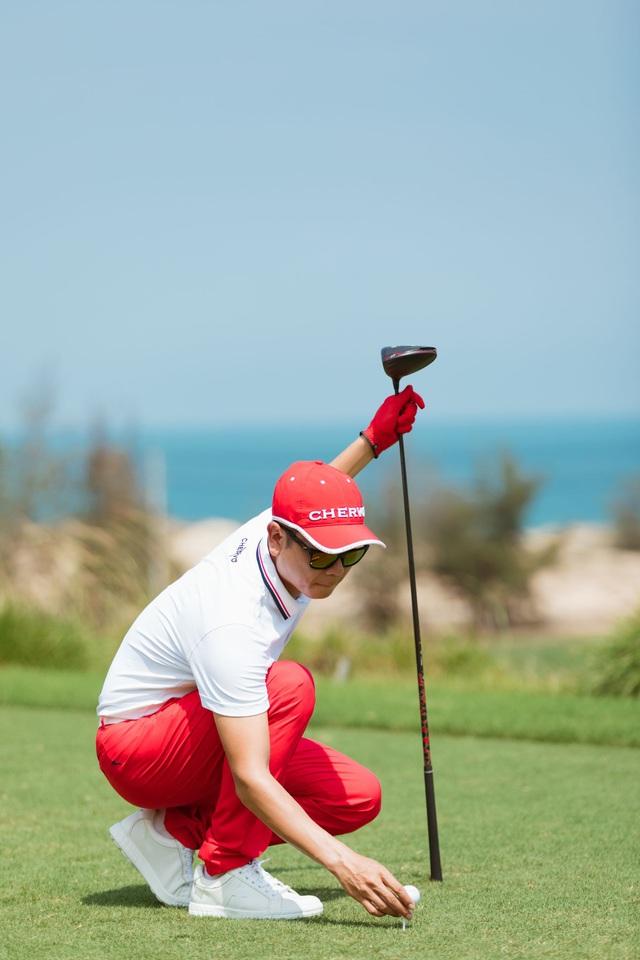 Lưu Hương Giang, Hồ Hoài Anh gợi ý phong cách golf dành cho doanh nhân - Ảnh 2.
