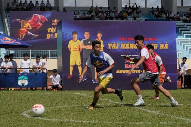 Hàng trăm cầu thủ trẻ Tiền Giang bật nội lực, chinh phục đam mê bóng đá ở vòng sơ tuyển - ảnh 2