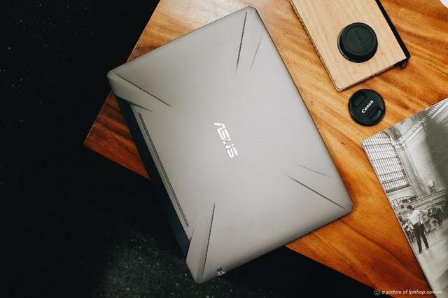 FPT Shop giảm đến 2,4 triệu đồng cho hàng loạt laptop gaming, tặng combo phụ kiện làm việc tại nhà - Ảnh 2.