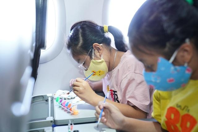 Cùng Vietjet lan toả niềm vui trên chuyến bay nhân ngày 1/6 - Ảnh 1.