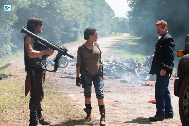 """Daryl Dixon đã có mặt và sẵn sàng chiến đấu sau """"cú bắt tay lịch sử"""" giữa State of Survival và The Walking Dead - Ảnh 4."""