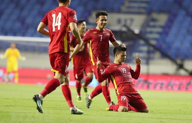"""Chiến binh vàng tạo nên lịch sử - Việt Nam đến gần hơn """"Giấc mơ World Cup"""" - Ảnh 1."""