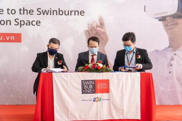 Swinburne Việt Nam khai trương trung tâm sáng tạo kết nối doanh nghiệp - Ảnh 1.