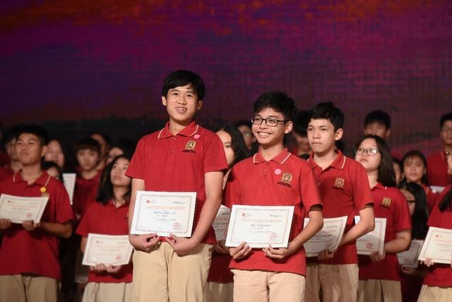 12 học sinh lớp 12 VAS nhận học bổng du học trị giá hơn 60 tỷ đồng - Ảnh 1.