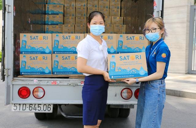 Satori gửi tặng gần 50.000 chai nước tinh khiết hoàn lưu khoáng – chung tay đẩy lùi covid-19 - Ảnh 3.