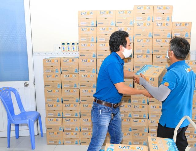 Satori gửi tặng gần 50.000 chai nước tinh khiết hoàn lưu khoáng – chung tay đẩy lùi covid-19 - Ảnh 4.