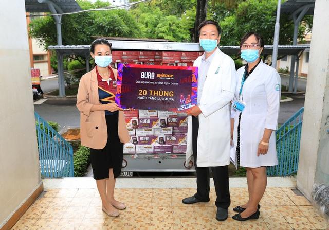 Hơn 11.000 lon tăng lực Aura được gửi tặng tuyến đầu chống dịch - ảnh 5