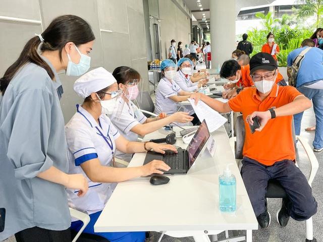 Nhân viên FPT Software mở màn chiến dịch tiêm vaccine Covid-19 tại TP HCM - Ảnh 4.