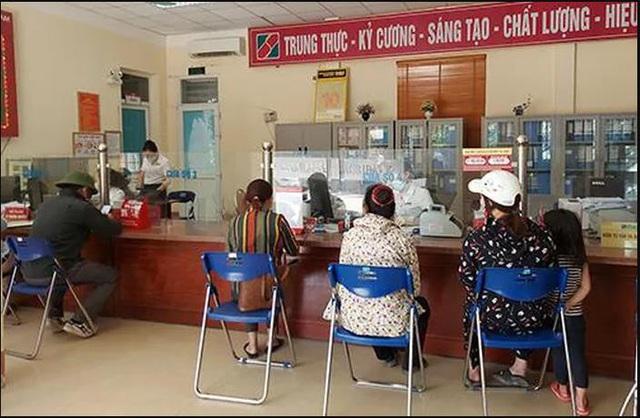 Dân vui mừng khi huyện vùng cao cuối cùng ở Nghệ An có cây rút tiền tự động - Ảnh 1.