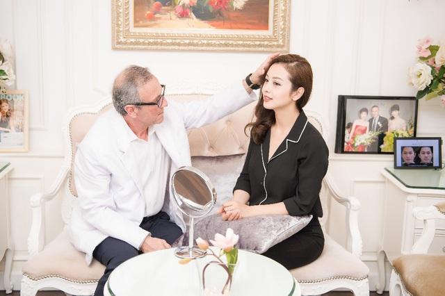 Bác sĩ thẩm mỹ người Mỹ ủng hộ  quỹ Vaccine Covid-19 của Việt Nam - Ảnh 2.