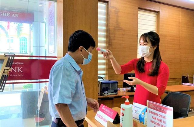 Agribank ủng hộ Hà Nội 10 tỷ đồng cho Quỹ vắc xin và công tác phòng chống dịch - Ảnh 3.