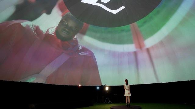Chloe Nguyễn xem show Louis Vuitton tại nhà theo cách độc nhất vô nhị khiến ai cũng phải thốt lên: Đỉnh quá chị ơi! - ảnh 4