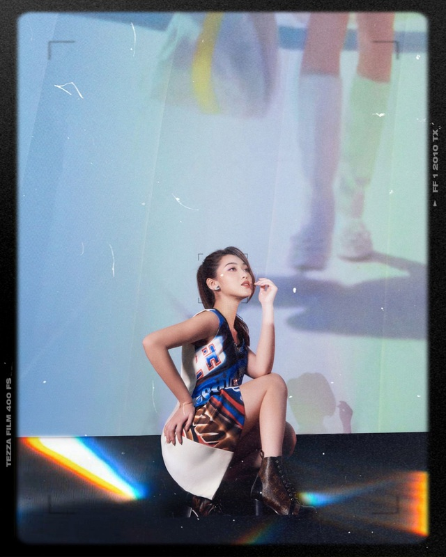 Chloe Nguyễn xem show Louis Vuitton tại nhà theo cách độc nhất vô nhị khiến ai cũng phải thốt lên: Đỉnh quá chị ơi! - ảnh 5