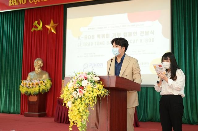 Công ty TNHH PIKOR trao tặng 2500 cốc bánh gạo cay cho người dân có hoàn cảnh khó khăn - Ảnh 2.