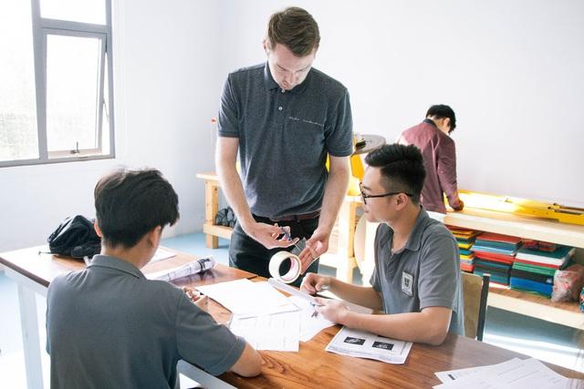 Tân Chủ tịch Trường St. Nicholas, Đà Nẵng: Tiếng Anh giúp mở cánh cửa bước ra thế giới - Ảnh 1.