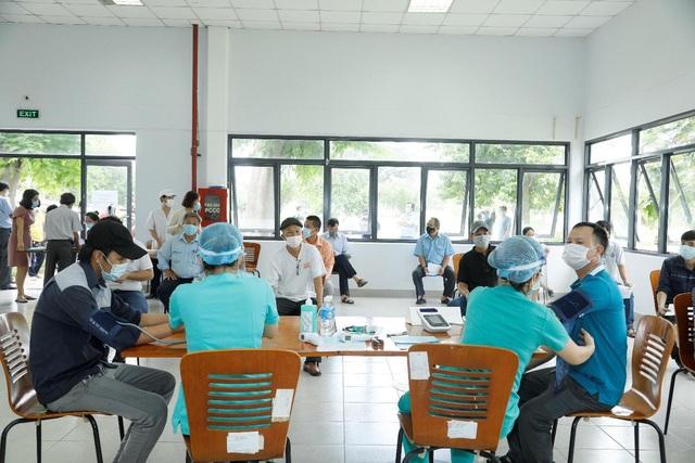 Khẩn trương tiêm phòng cho công nhân, doanh nghiệp chủ động chặn dịch - Ảnh 2.