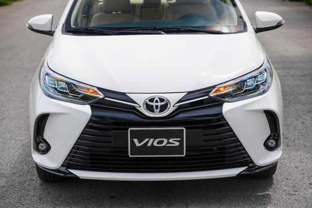 Toyota Vios được ưu đãi chưa từng có, quyết đòi lại ngôi vương - Ảnh 1.