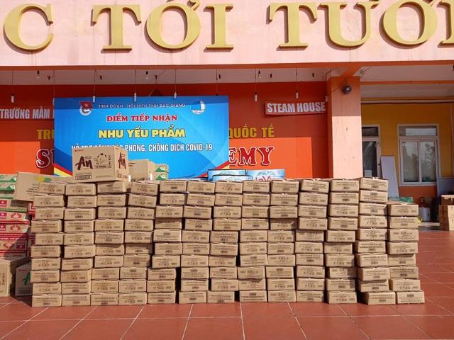 """12.000 quả trứng gà """"5 sao"""" được gửi vào """"tâm"""" dịch Bắc Giang - Ảnh 1."""
