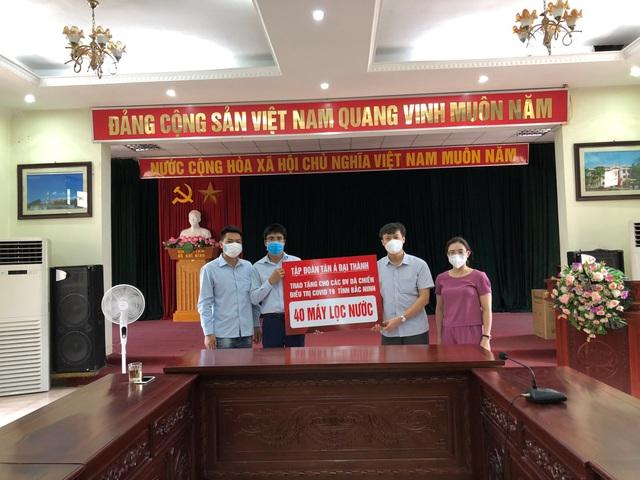 Tân Á Đại Thành tặng máy lọc nước cho bệnh viện dã chiến Bắc Giang, Bắc Ninh - Ảnh 2.